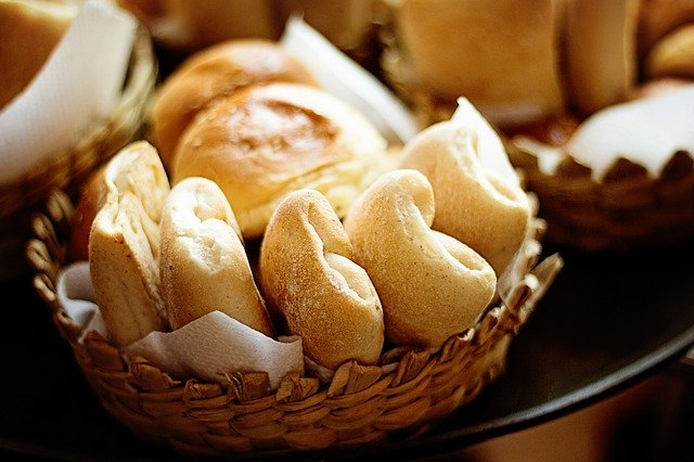 breads-in-basket-carbs-image