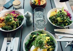 dinner-food-on-table-image